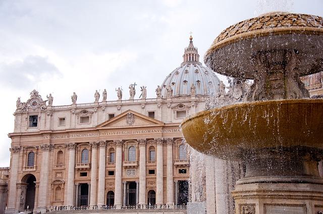 L'«altissima paupertas»: una questione annosa sempre aperta nella Chiesa